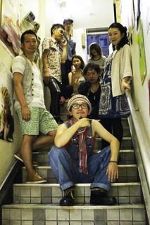 階段で集合(編)2.jpg